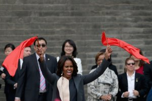 First-Lady-Michelle-Obama-waved-flags-during-her-visit-Xi